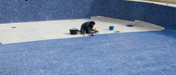 Rehabilitación piscina mediante revestimiento gresite. (Imagen: www.piedraseca.com)